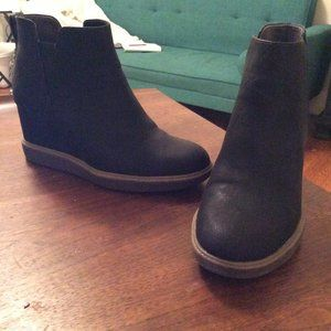 Dr. Scholl's Johnny Wedge Bootie in Black